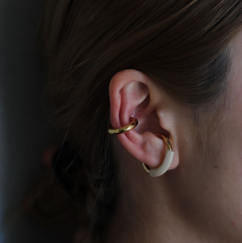 画像1: wrapped leather ear cuff(IVORY) (1)
